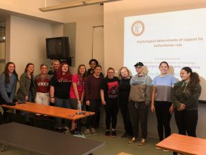 dr Anna Bronowicka ze studentami IUP